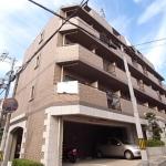 阪急六甲駅徒歩6分。閑静な住宅街、管理人さんがいるので安心ですね。